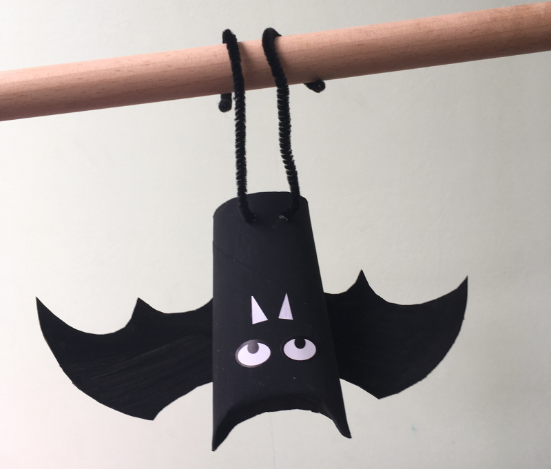 Hanging toilet roll bat